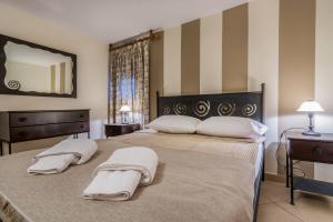 N2 - Triple Room - One bedroom and sea view balcony
